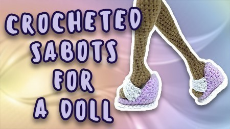 crocheted-sabots-for-a-doll